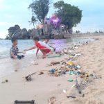 Rác thải trên bờ biển