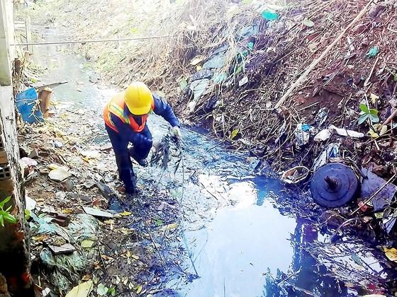 Kênh mương nước thải của người dân