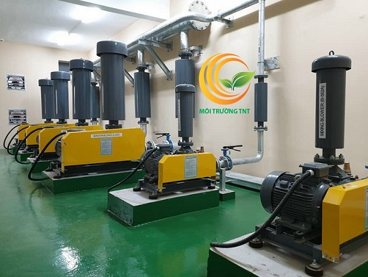 Máy thổi khí trong nhà máy xử lý nước thải khu công nghiệp